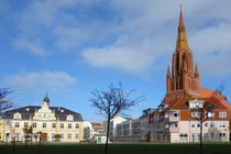 Rathaus und St.-Bartholomaei-Kirche in Demmin