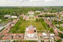 Luftaufnahme Stadtkirche Ludwigslust mit Blick zum Schloss