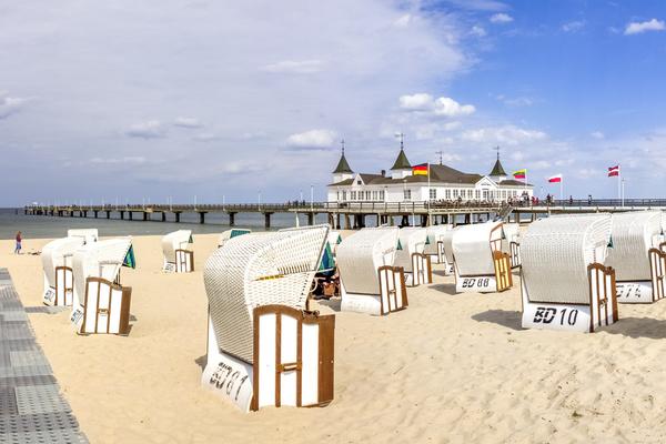 Strand und Seebrücke im Ostseebad Ahlbeck