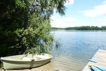 Ferienwohnung Alt Gaarz Badestelle mit Boot
