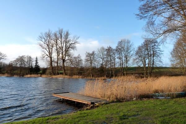 Ferienhaus direkt am See Nähe Ostsee Badesteg