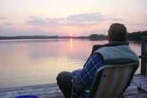 Ferienwohnung Mecklenburgische Seenplatte Dabel Holzendorfer See Angler auf dem Steg