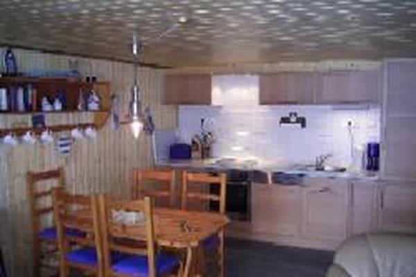 Esstisch mit Küchenzeile