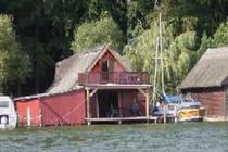 Haus von Wasser gesehen
