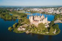 Schweriner See und Schloss in der westlichen Mecklenburgischen Seenplatte